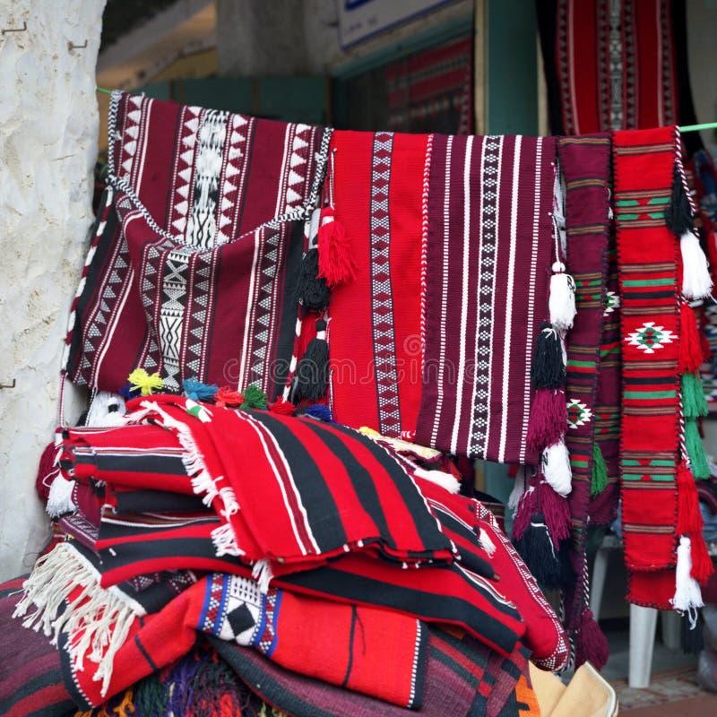 Matérias têxteis árabes na venda fotografia de stock royalty free