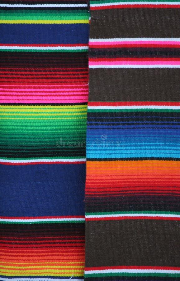 Matérias têxteis tradicionais coloridas imagens de stock