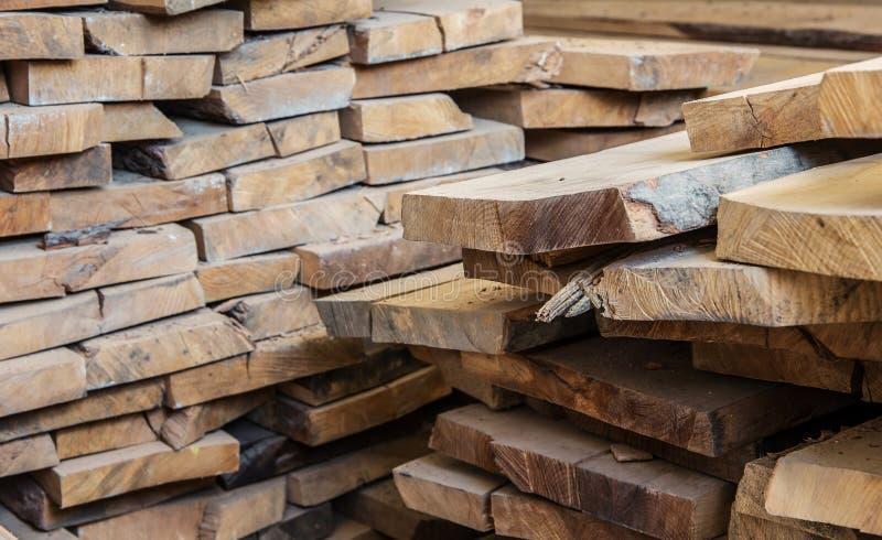 Matériau de construction en bois de bois de construction pour le fond et la texture Fin vers le haut abrégez le fond Petite profo photos libres de droits