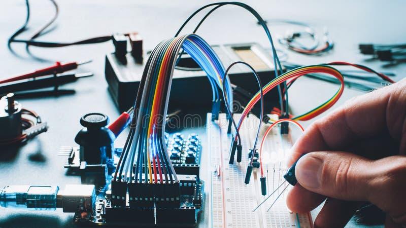 Matériel électronique de planche à pain de microcontrôleur photos libres de droits