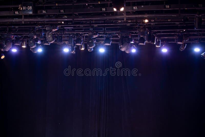 Matériel d'éclairage pour des représentations dans le théâtre photos stock