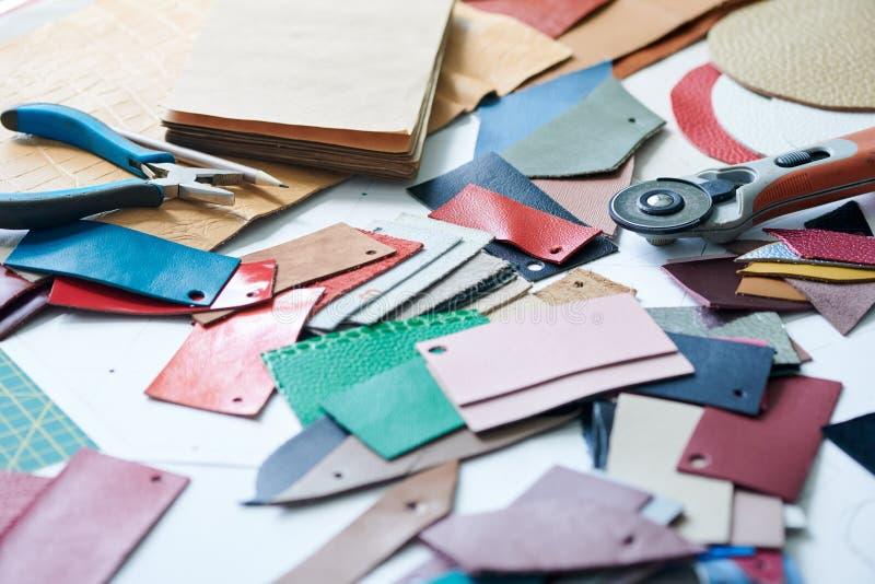 Matériel de fonctionnement pour créer les marchandises en cuir photos libres de droits
