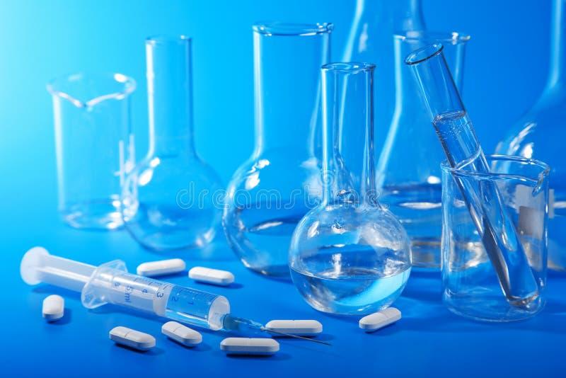 Matériel de laboratoire chimique image stock