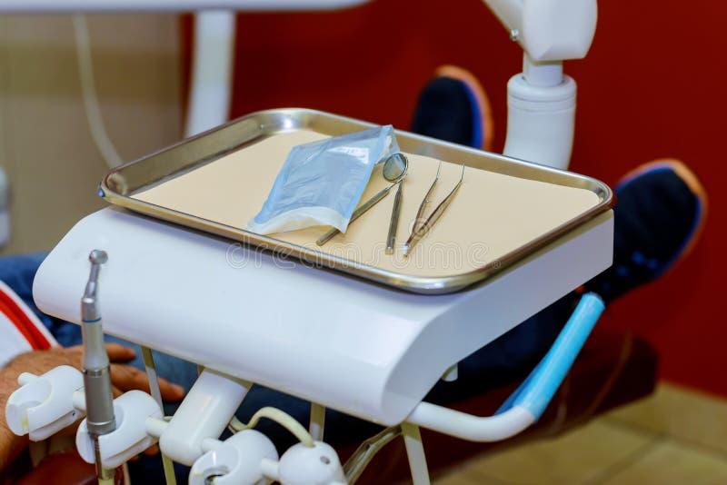 Matériel dentaire Couleurs lumineuses Plan rapproché photo libre de droits