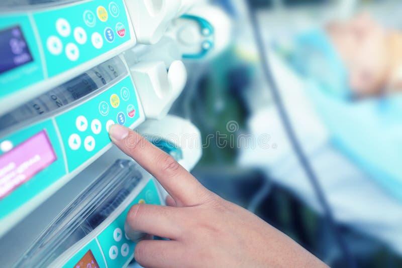 Matériel médical moderne dans l'hôpital image stock