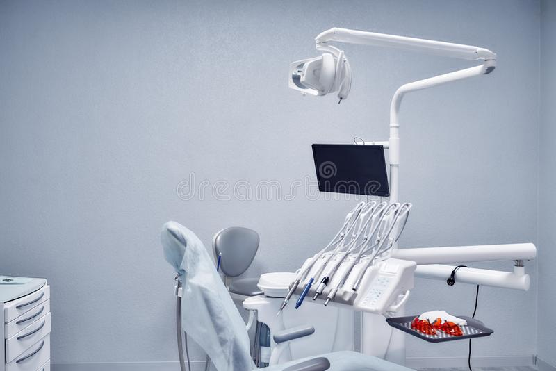 Matériel médical professionnel pour des procédures dentaires image stock