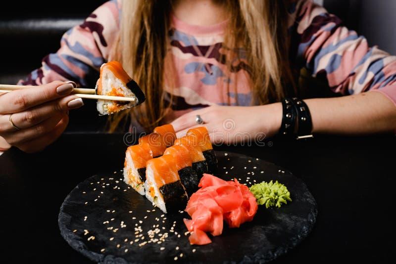 Mat för japanskt mål för sushirullar sund royaltyfri foto