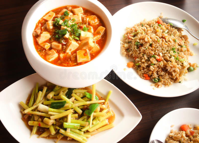 Mat för tre kines, Yangzhou stekte ris, uppståndelse stekt bambuskott fotografering för bildbyråer