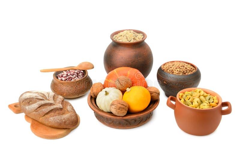Mat i en keramisk kruka arkivbild