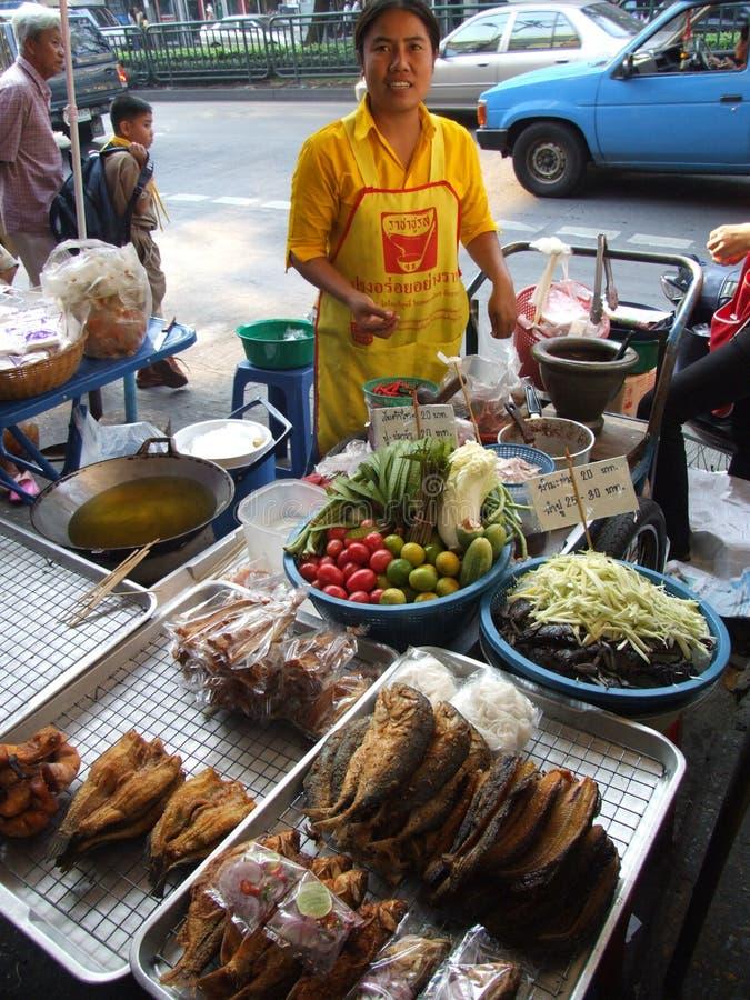 mat som säljer den thai thailand kvinnan arkivfoto