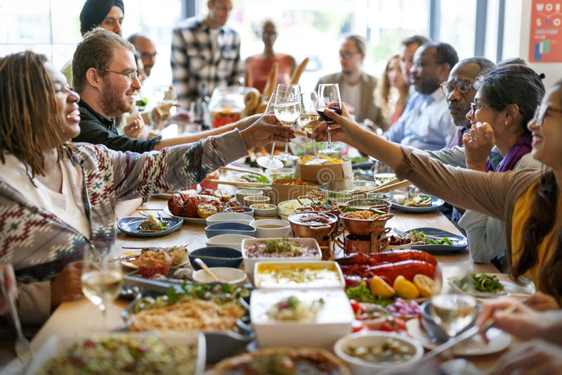 Mat som sköter om det kulinariska gourmet- partiet för kokkonst, hurrar begrepp arkivfoton