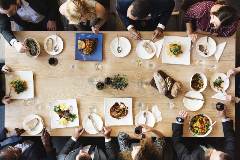 Mat som sköter om kulinariskt gourmet- partibegrepp för kokkonst arkivbild