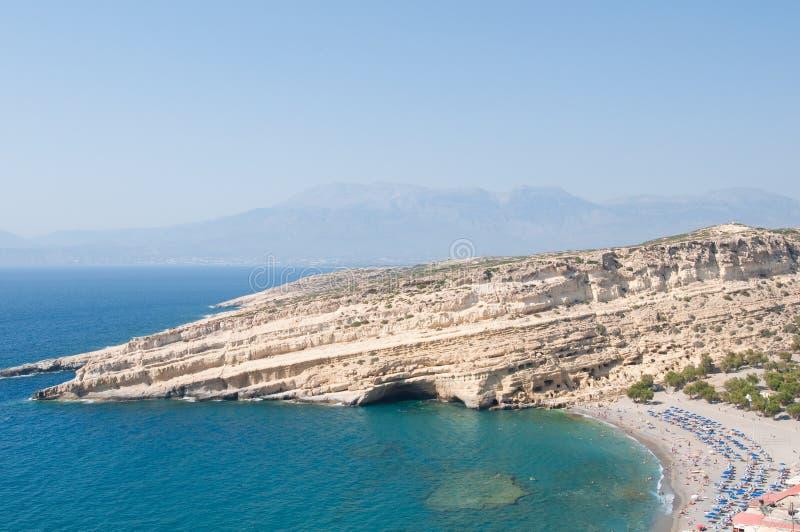 Matala strand med grottorna crete greece fotografering för bildbyråer