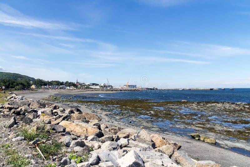Matane-Hafen-Küstenansicht des Heiligen Lawrence River am Sommer stockfotos