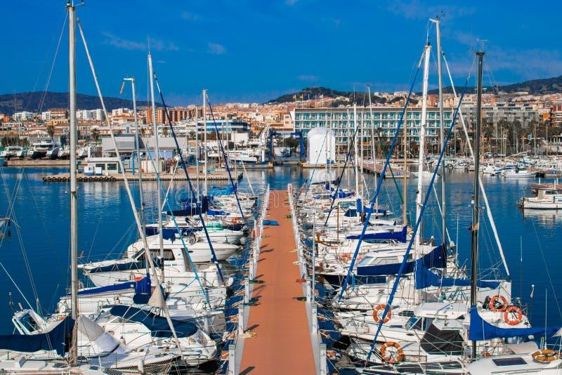 Mataro port Lugna hav med massor av fartyg arkivfoton