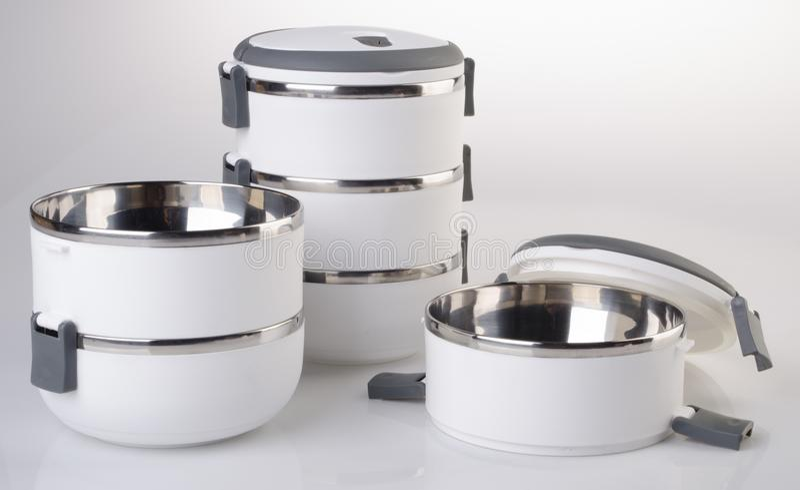 Matbehållare Tiffin, matbehållare på bakgrund arkivbild