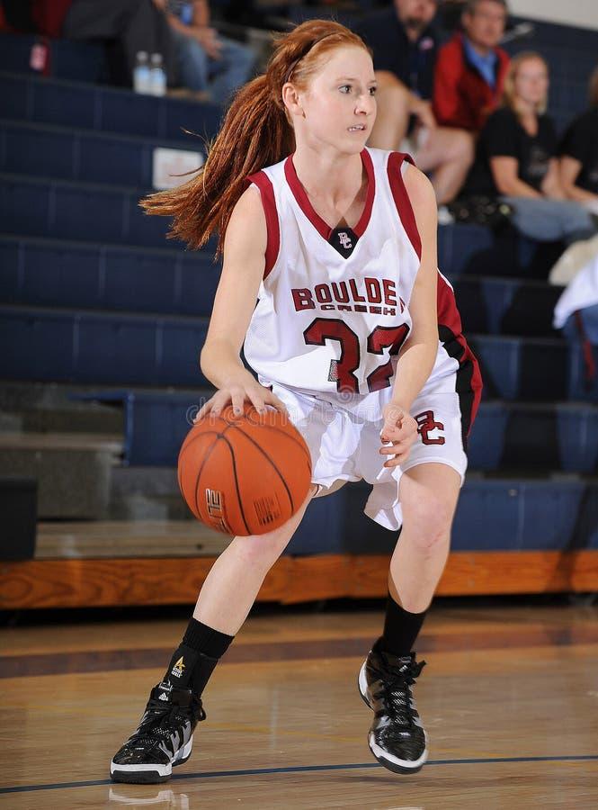 Match de basket de filles de lycée image stock