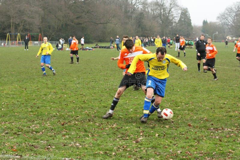 Match de football amateur images libres de droits