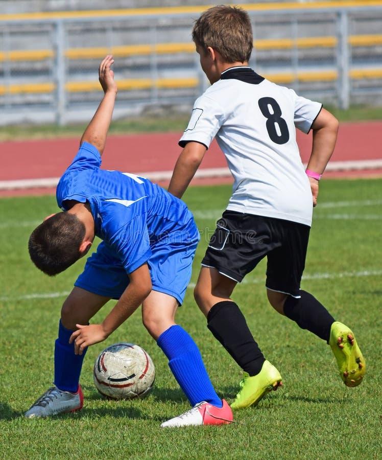 Match de football d'enfant image stock