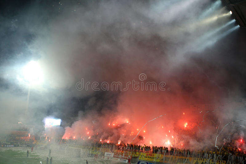 Match de football entre Aris et Boca Juniors photos libres de droits