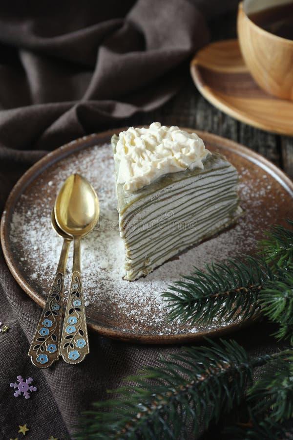 Matcha绿茶薄煎饼蛋糕,新年` s点心 免版税库存图片