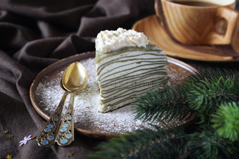 Matcha绿茶薄煎饼蛋糕 圣诞节点心 库存图片