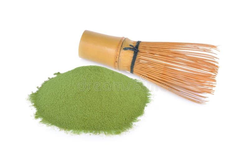 Matcha Chasen Whisks e pó do chá verde no fundo branco fotos de stock