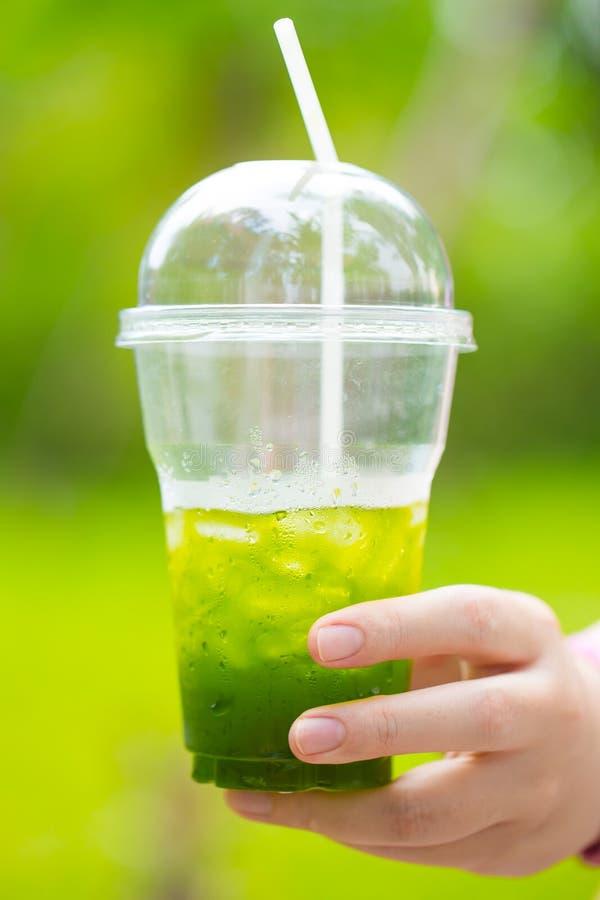 Matcha do chá verde do gelo disponível imagens de stock royalty free