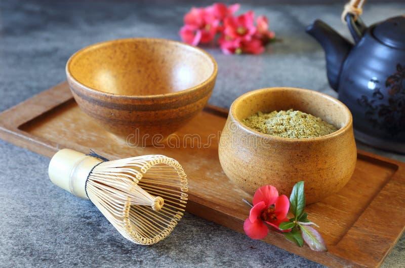 Matcha zielona herbata i kwiecenie japońska pigwa fotografia stock
