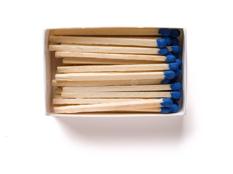 Matchbox z błękitnymi matchsticks z ścinek ścieżką fotografia stock