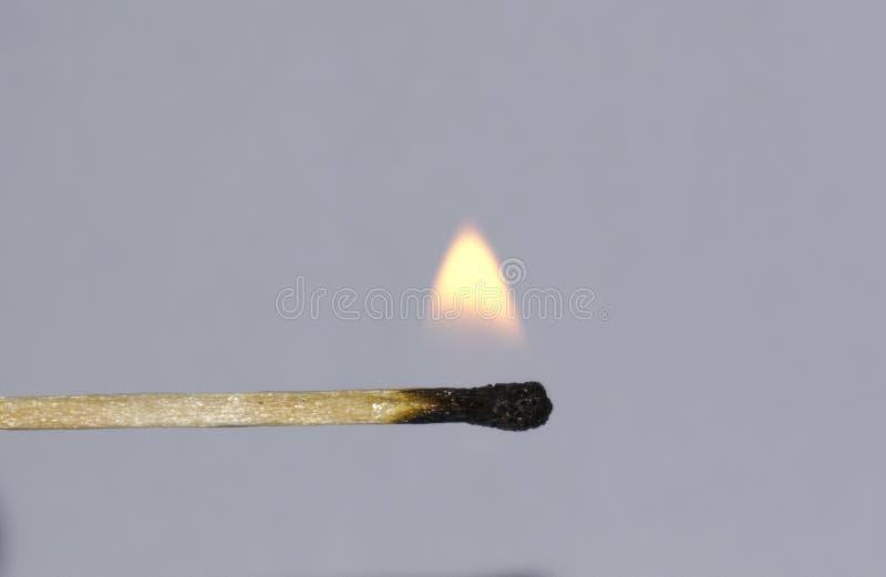 matchstick φωτισμού φλογών καψίματος σπινθήρισμα πυρκαγιάς γρατσουνίσματος κίτρινο στοκ εικόνα