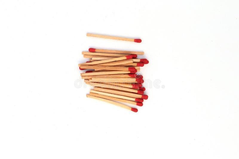 Matchstick fuera de la caja de cerillas aislada en el fondo blanco fotografía de archivo
