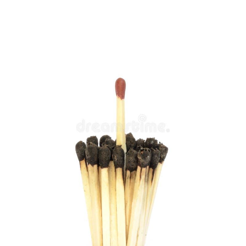 Matchstick rojo entre un paquete quemados fotos de archivo libres de regalías