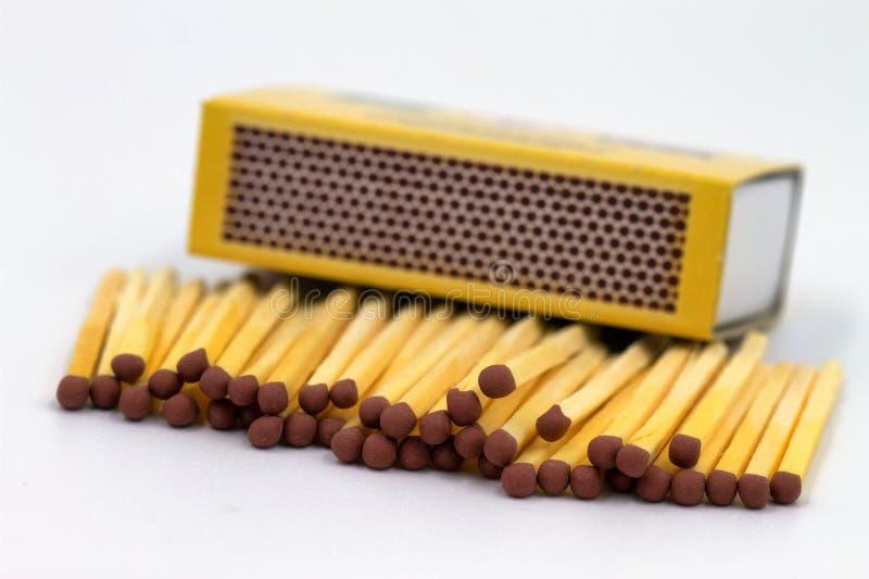 Matchsticks und Streichholzschachtel stockfotografie