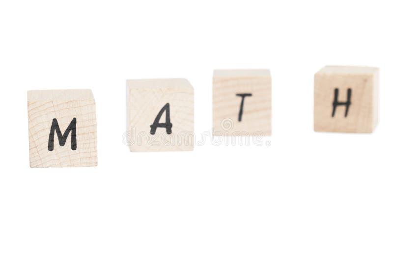 Matemáticas escrita con los bloques de madera. imagen de archivo