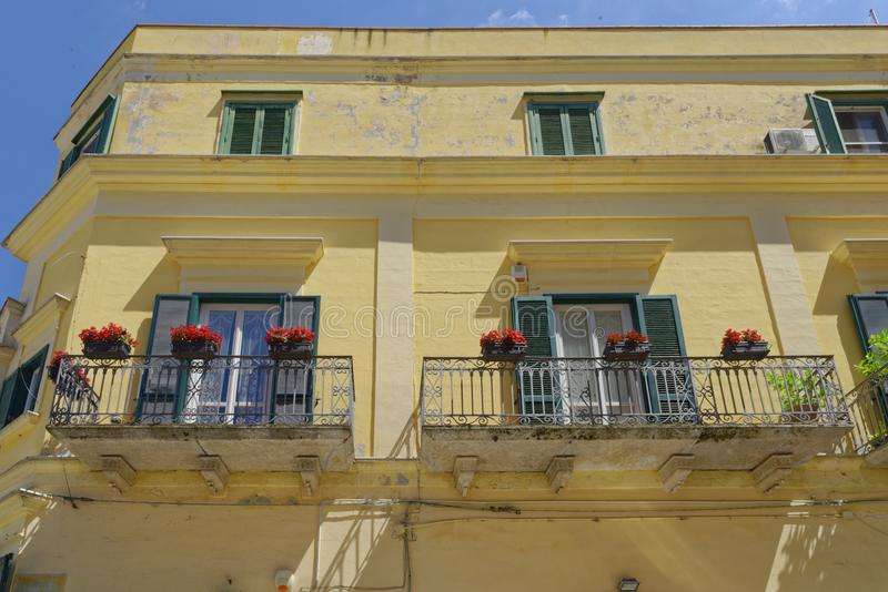 $matera, Ιταλία: παραδοσιακό σπίτι apulia με το μπαλκόνι στοκ φωτογραφίες με δικαίωμα ελεύθερης χρήσης