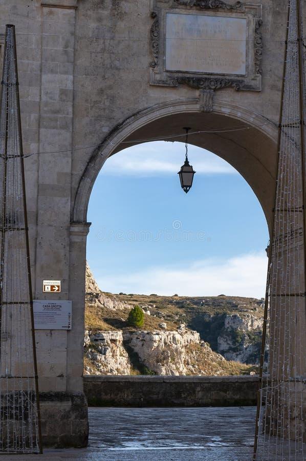 Matera, capital europea de la cultura 2019, Italia - 12/24/2018: Nochebuena, detalle de las casas empleadas piedras imagen de archivo