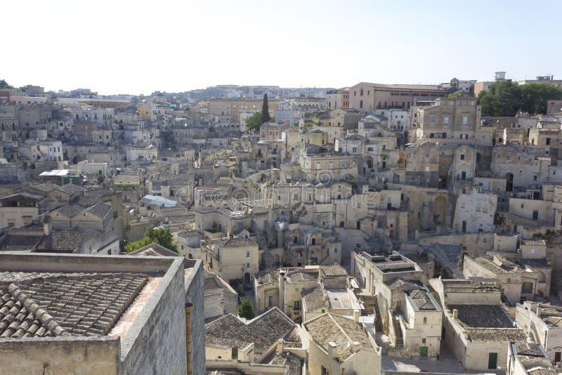 Matera cityscape, medeltida stad för historiskt sassiområde royaltyfria bilder