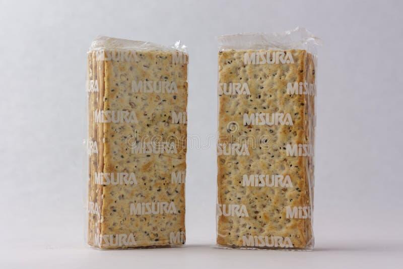 Matera, It?lia - 26 de maio de 2019: Biscoitos em um fundo branco fotos de stock