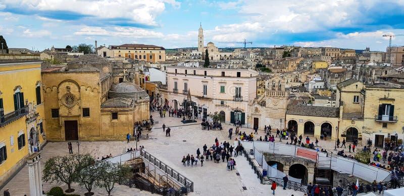 MATERA, ITÁLIA, O 1º DE MAIO DE 2019 - vista panorâmica da cidade antiga de Matera Sassi di Matera em Basilicata, Itália do sul imagem de stock royalty free