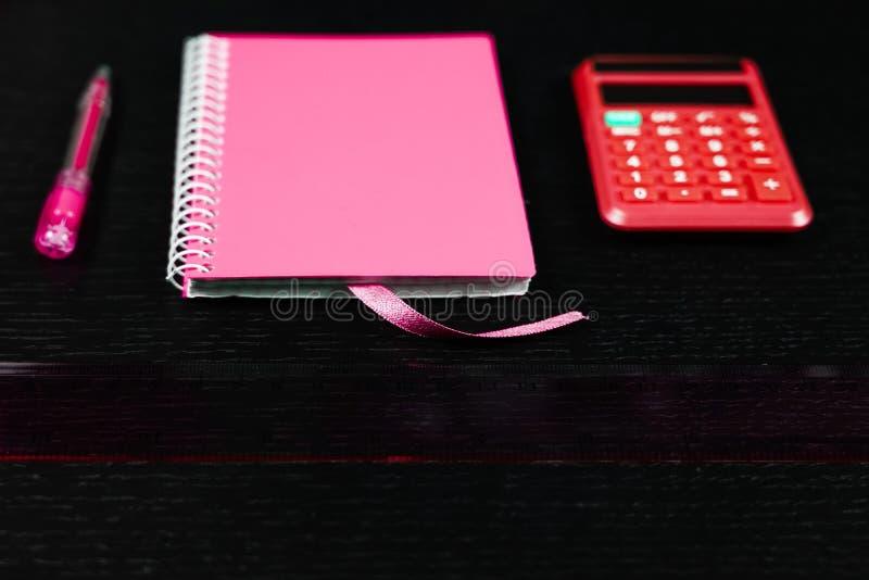 Materiały biurowe i szkolne Męskie lub chłopięce życie na temat szkoły, nauki, pracy biurowej zdjęcie stock