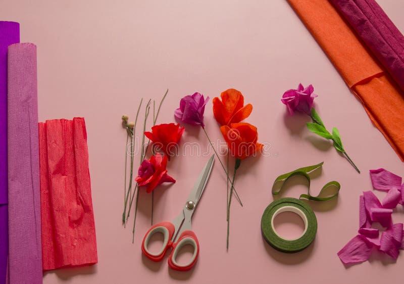 Materiały tworzyć kwiatu Handmade papierowy kwiat Krepdeszynowy papier obrazy royalty free