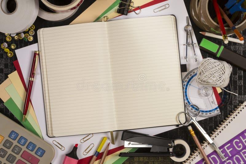 Download Materiały - Z Powrotem Szkoła - Przestrzeń Dla Teksta Zdjęcie Stock - Obraz złożonej z klamerka, notepad: 53783680