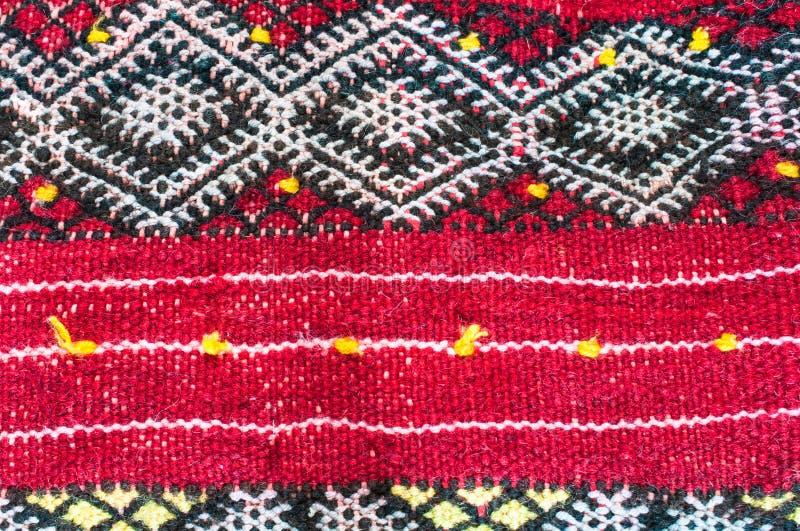 Materia tessile rossa del kilim come immagine di sfondo immagini stock