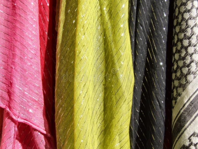 Materia textil colorida - bufandas del paño fotografía de archivo libre de regalías