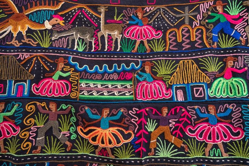 Materia textil indígena colorida en Ecuador imagenes de archivo
