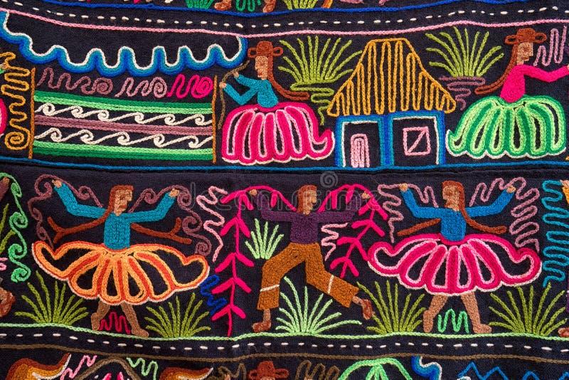 Materia textil indígena colorida en Otavalo Ecuador foto de archivo libre de regalías