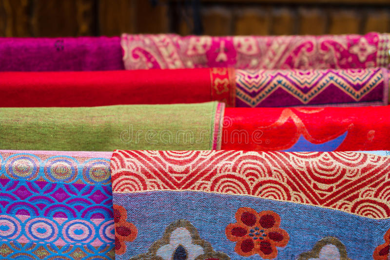 Materia textil, paño en mercado fotografía de archivo libre de regalías