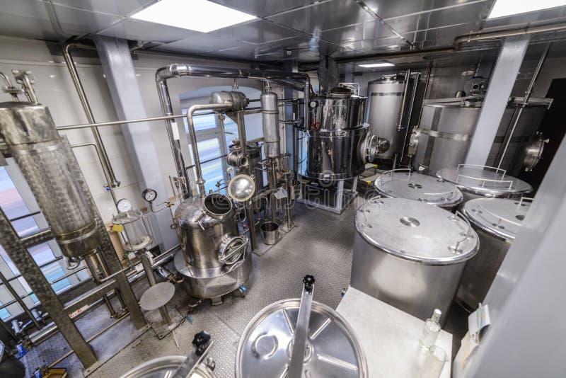 Materiaal voor de distillatie van alcohol royalty-vrije stock afbeeldingen