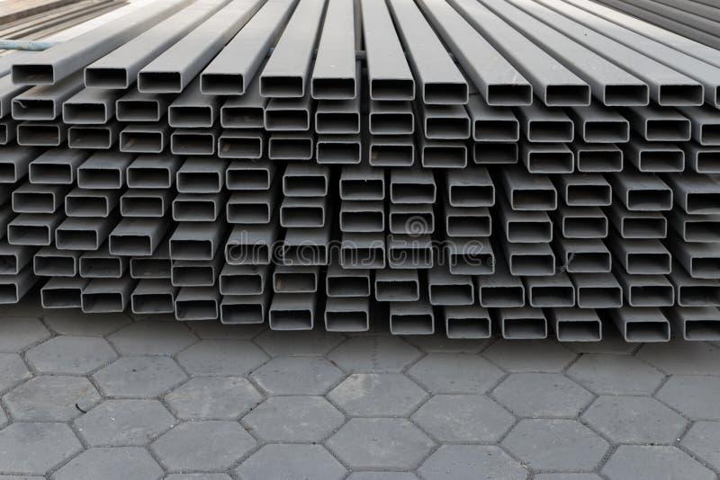 Materiais de construção do ferro do local do trabalho da construção fotos de stock
